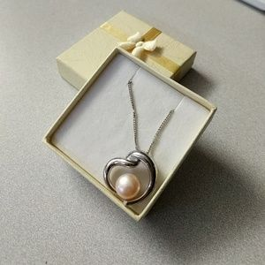 Jewelry - Heart and pearl necklace